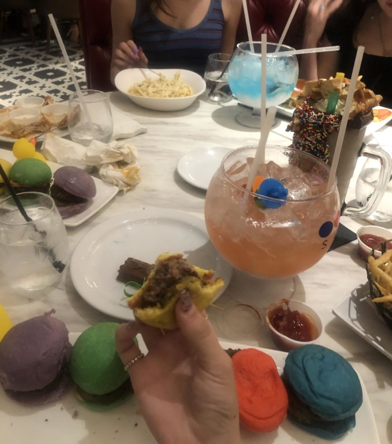 The Sugar Factory Rainbow Sliders and the Virgin Lollipop Passion is a great way to go if you visit the Sugar Factory.